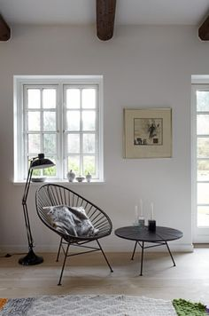 nice window and ceiling