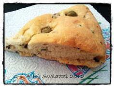 Pizza bread with olives  http://www.svolazzi.it/2012/06/focaccia-alle-olive-pizza-bread-with.html