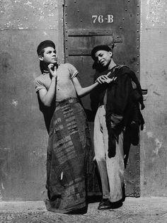 Homosexuales en la Cárcel de Belem, Ciudad de México, a principios del siglo XX.  Archivo Casasola CONACULTA-INAH-SINAFO-Fototeca Nacional.