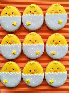 Celebrate Easter with the best Easter cookies. Here are the best Easter Sugar Cookies ideas. These Easter cookies decoration with royal icing are so cute. No Egg Cookies, Carrot Cookies, Fancy Cookies, Iced Cookies, Holiday Cookies, Cupcake Cookies, Sugar Cookies, Easter Cupcakes, Easter Cookies