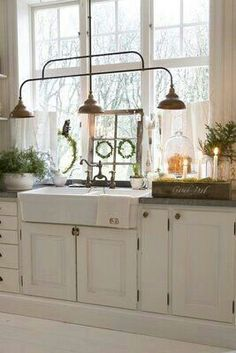 Kitchen-Farmhouse Sink, Lights