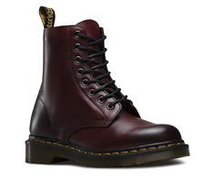 Martens Unisex Pascal Boot, Size: 7 M, Cherry Red Antique Temperley Dr Martens 1460, Dr. Martens, Dr Martens Stil, Doc Martens Rouge, Botas Doc Martens, Doc Martens Stiefel, Doc Martens Style, White Doc Martens, Timberland Boots