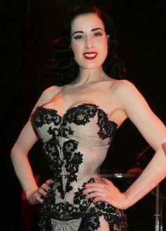 Corsets   Celebridades apostam na peça mais sensual da guarda roupa feminino e investem no modelo que já foi lingerie
