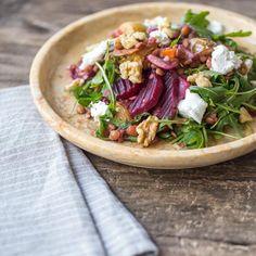 Rote Beete Salat mit Rucola und Walsnüssen