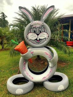 Do not throw out old tires, but reuse them! Find out awesome DIY craft ideas how to reuse your old tires! Diy Garden Decor, Garden Crafts, Garden Projects, Garden Decorations, Garden Ideas, Reuse Old Tires, Recycled Tires, Reuse Recycle, Recycled Crafts