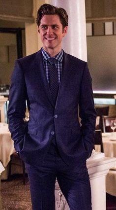 "imgladtobeonyourteam: "" Aaron Tveit as Gareth in Brain Dead http://www.cbspressexpress.com/cbs-entertainment/releases/view?id=45300&shared """