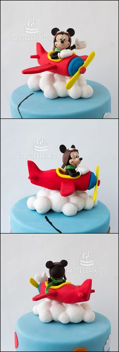 Cake topper de Mickey Mouse aviador en pasta de goma / Mickey Mouse cake topper.