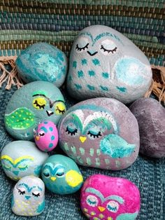Painted Rock Ideas - Do you need rock painting ideas for spreading rocks around your neighborhood or the Kindness Rocks Project? Here's some inspiration with my best tips! Ladybug Rocks, Stone Painting, Rock Painting, Kindness Rocks, Rock Design, Pebble Art, Stone Art, Rock Art, Handicraft