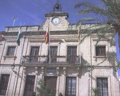 """#Cádiz - #Bornos - Ayuntamiento / 36º 48' 54"""" -5º 44' 54"""" / 36.815000, -5.748333  Data del siglo XIX. Inspirado en el movimiento revival, con fachada en dos cuerpos, recorridos por pilastras y separados por cornisas, teniendo como remate el receptáculo para la maquinaria del reloj formando un penacho central flanqueado por dos roleos sinuosos."""