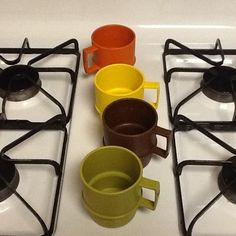 Tupperware! Vintage stackable mugs! Awesome!