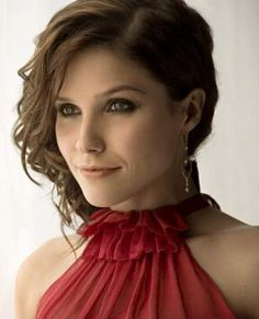 A beautiful actress- inside and out! Sophia Bush :)