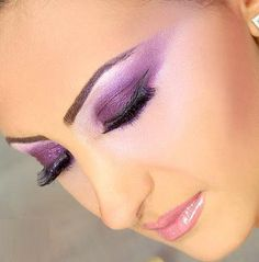 Google Image Result for http://stuffpoint.com/arabic-fashion-and-make-up/image/106636-arabic-fashion-and-make-up-beautiful-arabic-party-makeup.jpg