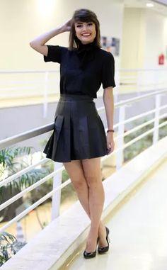 Ela é puro charme! Inspire-se no look básico que exalta toda elegância de Maria Casadevall
