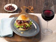 Französischer Burger zu geschmeidigem und fruchtigem Rotwein #Bordeaux #Burger #Foodpairing