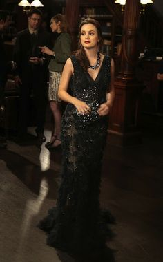 Blair Waldorf - Elie Saab gown. Kara Ross clutch.
