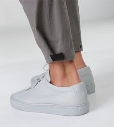 Apparat Pant Men's Trim fitted, articulated pants with cuff adjuster, constructed with a cotton/nylon canvas for durability and resilient st. Sneakers Mode, Sneakers Fashion, White Sneakers, Men Trousers, Men's Pants, Fashion Details, Fashion Design, Style Casual, Facon