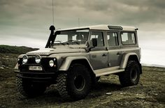 Land rover Defender 110 by Oli Mar Vw Bus, Dream Cars, Aston Martin, Coventry, Automobile, Pajero Sport, Landrover, Offroader, Bug Out Vehicle