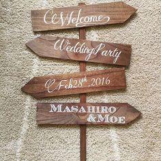 ✽・:..。o¢o。..:・✽・:..。o¢o。..:・✽ #プレ花嫁 #結婚式準備 #結婚式DIY #ウェディングサイン #ウェルカムサイン #矢印看板 なんという名称なのか分からなくて勝手に矢印看板って呼んでました笑 ちまちまやってたウェディングサイン✨完成...♪*材料全てダイソーで揃いました✨ モスを敷き詰めたビンとかに入れて立てたいけど、無理かな そして今気付いた、下2つの板貼る順番上下間違えてるw