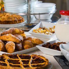 Inc Hotels Group mette a disposizione una serie di coffee break per tutte le esigenze e per tutti i tipi di riunioni: - Coffee break smart: include caffetteria, succhi di frutta, golosità dolciarie - Coffee break power: include caffetteria, succhi di frutta, stuzzicheria dolce e salata