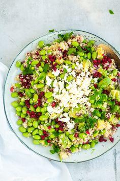 Summer salad with bulgur - Mad - Salat Healthy Salad Recipes, Veggie Recipes, Great Recipes, Waldorf Salat, Vegetarian Tapas, Gourmet Cooking, Summer Salads, Food Inspiration, Healthy Eating