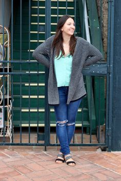 Cozy Outfit - Oversized Cardigan + Mint Tank + Ripped Skinny Jeans + Sandals