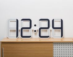 CLOCKONE is a thin digital clock powered by a tiny watch battery. The minimal wall clock uses electronic ink technology (same used on kindle paper displays), giving it great contrast and very wide viewing angles even from far away. Digital Clocks, Digital Wall, Digital Ink, Smart Home Ideas, Giant Wall Clock, Clock Wall, Wooden Clock, E Ink Display, Display Design