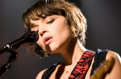Norah-Jones-Live-1.jpg 465×307 pixels Makeup & Hair by: Jeff Gautier for @Jeff Gautier #WalMart #Norah Jones