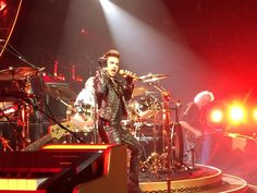 Adam Lambert is pretty damn good singing with Queen, the songs are so vocally challenging yet he nailed them! pic.twitter.com/5OlxRLLxEV