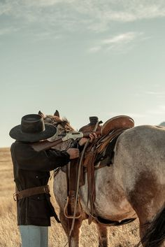 Cowboy Horse, Horse Girl, Horse Riding, Cowboy Photography, Cowboys And Angels, Country Girl Life, Cowboy Pictures, Ranch Life, Horse Saddles
