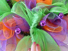 Halloween Wreath Tutorial using Deco Poly Mesh, Ribbons, RAZ Bobble Eye Halloween Decor, Cotton Candy Roping