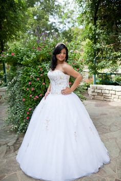 Fort Worth quinceanera portraits, white quinceanera dress, garden photos, quinceanera girl
