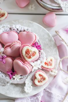 I am Daughter of a King: Photo - Saint Valentin Cute Food, Yummy Food, Patisserie Fine, Macaron Cookies, Macaroon Recipes, Star Cakes, Köstliche Desserts, Cake Designs, Sweet Treats