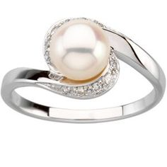 I almost think I'd rather have a pearl than a diamond in an engagement ring... I love pearls. So classic.