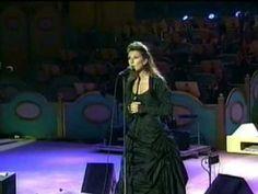Me encanta...toda ella...como es y como canta!! Mi preferida!!
