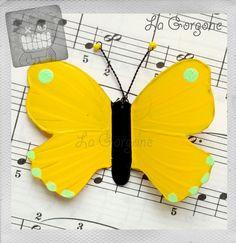 Le Citron. Papillon en plastique recyclé, opaque jaune, vert et noir par La Gorgone. : Décorations murales par la-gorgone