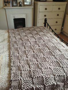 decke stricken fortgeschrittene grobmaschig muster quadrate grau stricken stricken decke. Black Bedroom Furniture Sets. Home Design Ideas