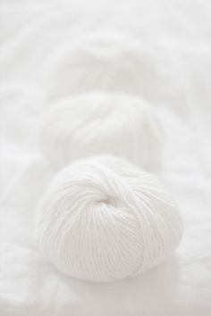 white.quenalbertini: White yarn