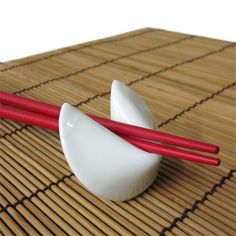 Our Porcelain Fortune Cookie Chopstick Rests will complete the look of your party, wedding or special event. This chopstick rest looks like an fortune cookie that will add an unique Asian touch to your dinner table. Chopstick Holder, Chopstick Rest, Ceramic Clay, Porcelain Ceramics, Stoneware Clay, Japanese Chopsticks, Sushi Plate, Etiquette And Manners, Ceramics Projects