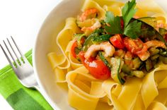 Pasta with zucchini, shrimp and cherry tomatoes (Diet food) Zucchini Pasta, Cherry Tomatoes, Bento, Eggplant, Cantaloupe, Diet Recipes, Shrimp, Good Food, Stuffed Peppers