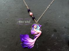 Petit collier camé sirène rose et violette et ses par AkikosWorld