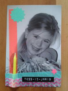 Uitnodiging: zwart-wit foto beplakt met neon washi-tape, stickers en een verjaardagskaarsje!