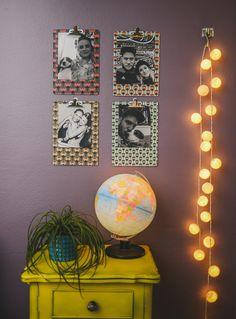 Existe mil e uma possibilidades de exibir as suas fotos na parede: em um mural de cortiça ou de imãs, fazendo um varalzinho com pregador...