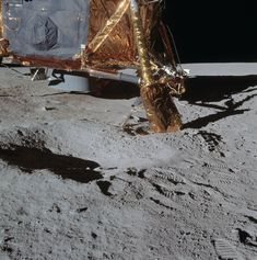 AS14-66-9258 (OF300) ( 221k or 1205k ) 114:53:38 Al took this picture of the north footpad after finishing the 4 o'clock pan. Note the pile of dirt pushed up by final spacecraft motions.