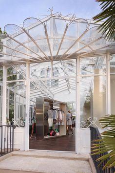 Chanel  pop-up store in Saint-Tropez  http://en.vogue.fr/fashion/fashion-news/articles/chanel-opens-pop-up-store-in-saint-tropez/14003#