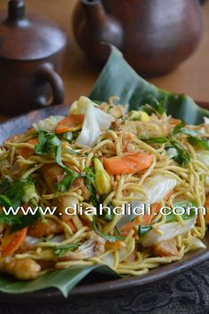 Mie Goreng Kampung ~ so easy and tasty. Its a tested recipe Mie Noodles, Yummy Noodles, Kitchen Recipes, Cooking Recipes, Thai Cooking, Baked Teriyaki Salmon, Cooking Red Lentils, Diah Didi Kitchen, Cooking Pork Tenderloin