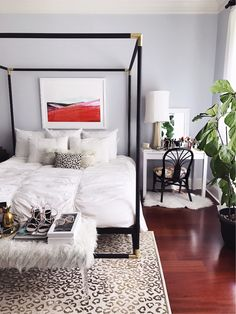 Sweet dreams are made of bold prints and touches of faux and gold care of chic set up Guest Bedroom Decor, Bedroom Ideas, Teen Girl Bedrooms, Dream Bedroom, Master Bedroom, Home Decor Furniture, My New Room, House Rooms, Home Decor Inspiration