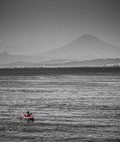 富士とカヌー   Sea Kayak and Mt.Fuji by YAJ