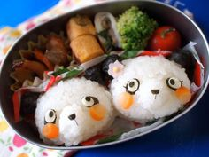 panda onigiri bento Cute Bento Boxes, Bento Box Lunch, Lunch Snacks, Lunches, Japanese Lunch Box, Japanese Food, Bento Recipes, Bento Ideas, Decadent Food