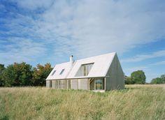 Sommarhus at Stora Gasmora in Sweden / designed by LLP Arkitektkontor (photo by Åke Eson Lindman)