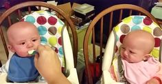 Esta alimentando a sus bebés gemelos. Ahora mira a la niña de rosa ADORABLE! #viral